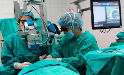 Hospital José Carrasco Arteaga realiza trasplantes de cornea