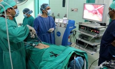 Intervención minilaparoscópica en el Hospital del IESS