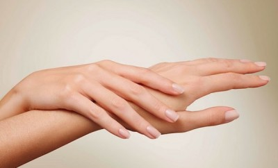 Cómo rejuvenecer las manos naturalmente