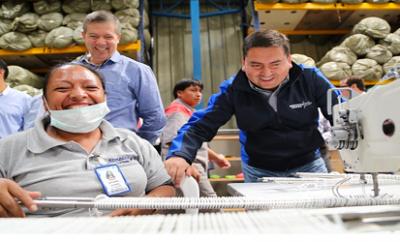 El Ministro del Trabajo Leonardo Berrezueta en su visita a la empresa Enkador