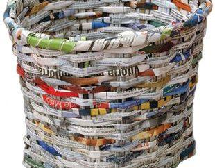 Cómo hacer una cesta para ropa con papel periódico