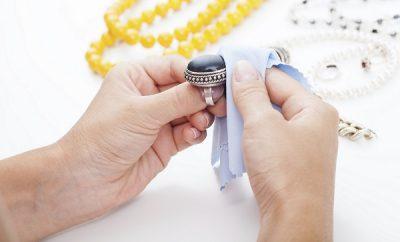 Cómo limpiar las joyas de plata en casa