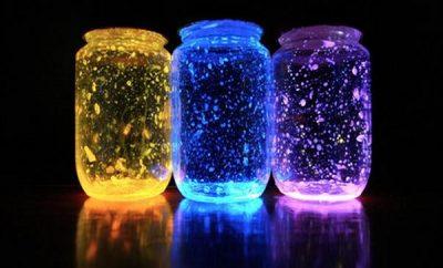 Decora tu hogar con estas originales jarras brillantes