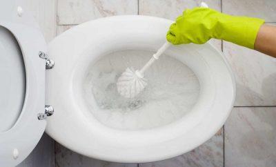 Cómo limpiar el inodoro con vinagre y bicarbonato