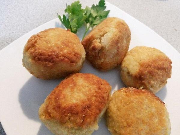 Prepara la receta Croquetas de quínoa rellenas con queso.