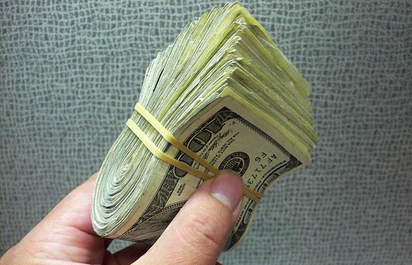 Cuanto dinero puedo sacar del Ecuador