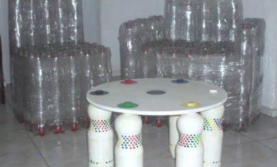 Cómo hacer una mesa con botellas de plástico