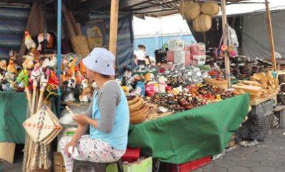 Feriado finado: Feria de barros en Latacunga