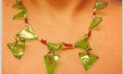 collar con botellas de plastico