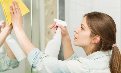como limpiar el espejo del bano