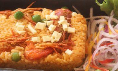 torta de arroz con camarones