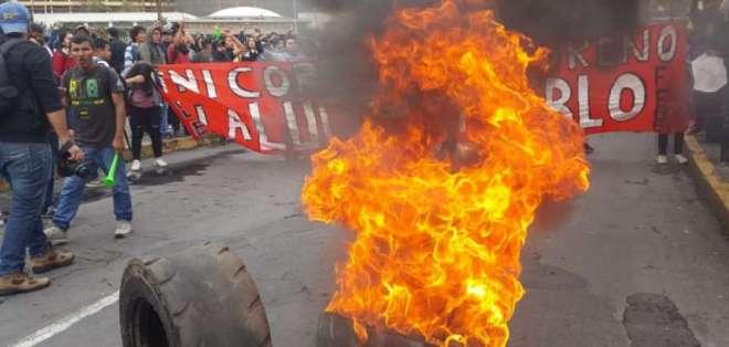 Vias cerradas por paro en Ecuador